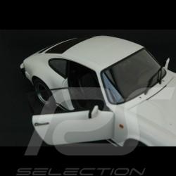 Porsche 911 3.2 Coupé 1988 blanc 1/18 Autoart 78012