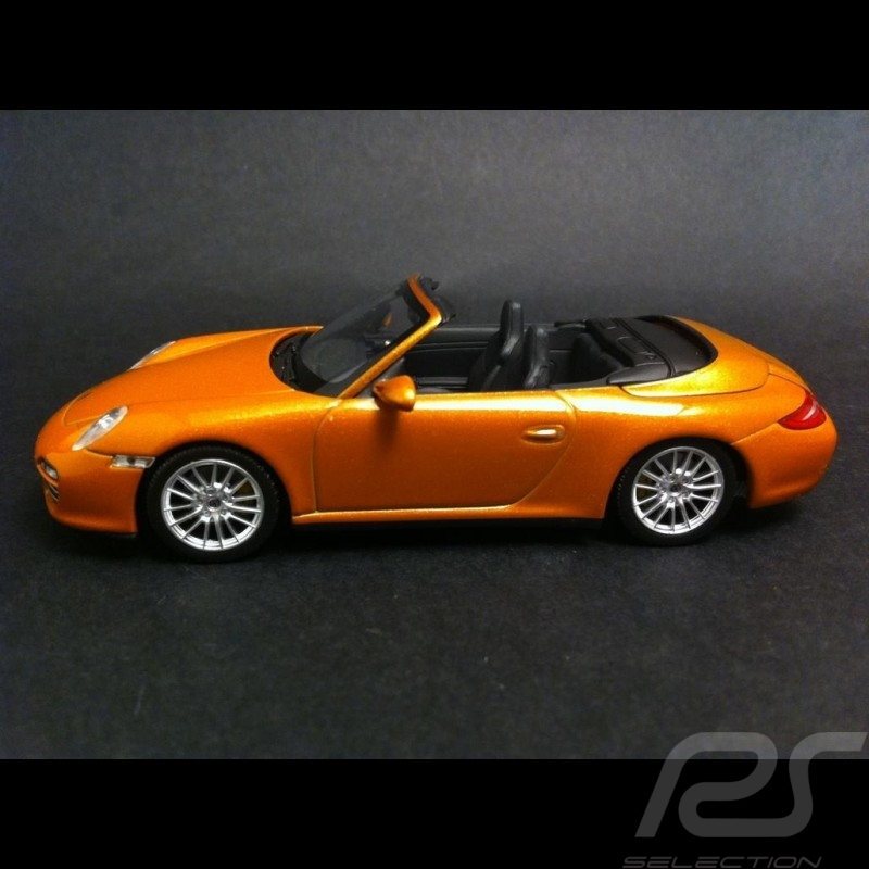 Porsche 997 Carrera 4 Cabriolet 2008 - 2012 or gold 1/43 Minichamps WAP02001618