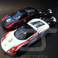 Duo Porsche 918 Spyder Weissach blanc / noir radiocommandée 27 / 40 MHz 1/14