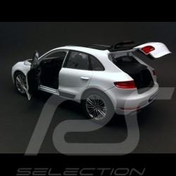 Porsche Macan Turbo 2015 white 1/24 Welly 24047