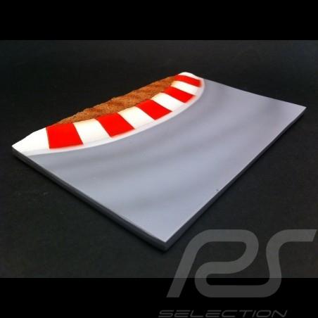 Piste decor diorama courbe avec vibreurs rouges et blancs 1/43 Track  curve red white Vibrator Dekor Rennstrecke Kurve