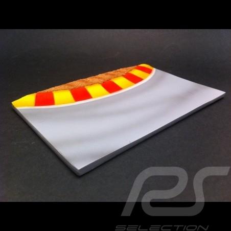 Piste decor diorama courbe avec vibreurs rouges et jaunes 1/43 Track curve Vibrator Dekor Rennstrecke Kurve
