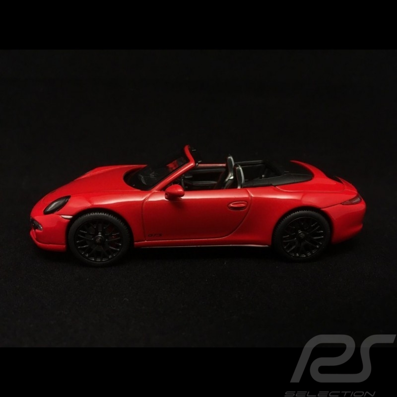 Porsche 911 type 991 Carrera 4 GTS Cabriolet Guards Red 1/43 Schuco 450758600