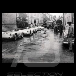 Carte postale Porsche 550 Spyder en ville du Mans 1955 Noir et blanc 10x15 cm