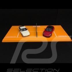 Set 40. Tennis Grand prix Porsche 924 blanche white weiß / 991 Carrera 4 Cabriolet rouge red rot 1/43 Spark WAX02400001