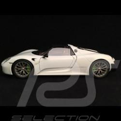 Porsche 918 Spyder 2015 white 1/18 Autoart 77926