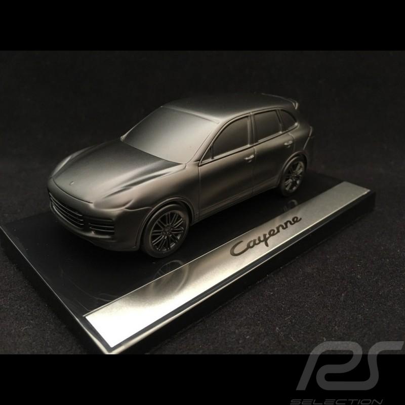 Porsche Cayenne Skulptur schwarz satin auf Basis 1/43 Porsche Design WMAE1501000300