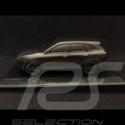 Sculpture Porsche Cayenne sur socle 1/43 Porsche Design WMAE1501000300 noir satiné black schwarz satin Skulptur