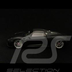 Porsche 918 Spyder Pack Weissach matte schwarz 1/43 Minichamps 410062136