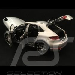 Porsche Macan Turbo silbergrau 2013 1/18 Minichamps 110062504