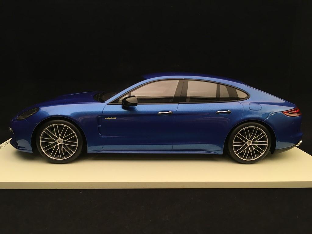 metallic-bleu fonc/é Welly 1:24 Porsche Panamera S voiture miniature Miniature d/éj/à mont/ée