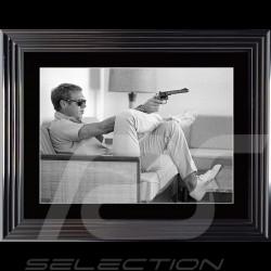 Steve McQueen Plakat Gun Sofa Palm Springs 1963 Luxus Rahmen 74 x 94
