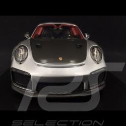 Porsche 911 GT2 RS type 991 argent / noir 1/18 Spark WAP0211510J silver / black silber / schwarz