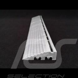 Bordure inclinée pour dalle de garage premium - couleur Gris alu clair RAL9006 - lot de 4 - avec oeillet Sloped edging Abgeschrä