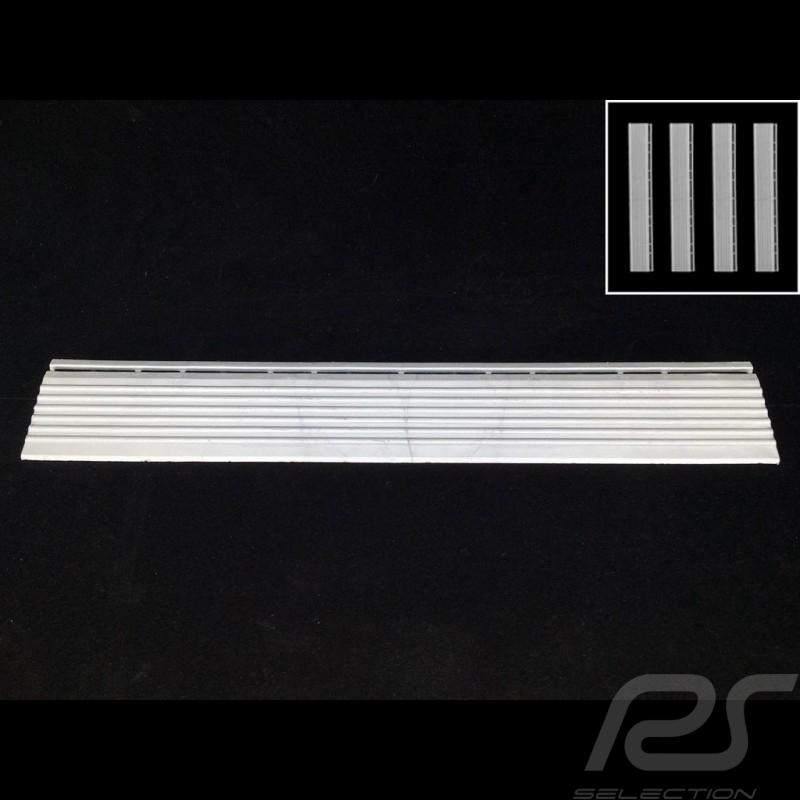 Abgeschrägter Bordstein für Premium-Garagenplatte - Farbe Weiss-alu grau RAL9006 - 4er-Satz - mit Ösen
