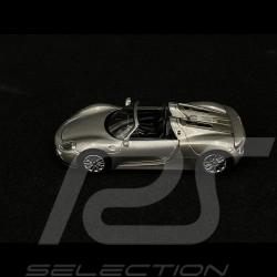 Porsche 918 Spyder Gris métallisé 1/64 Schuco 452011300