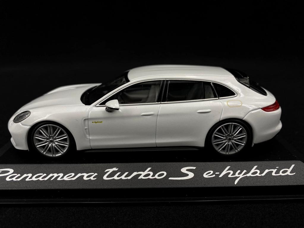 Porsche Panamera Turbo S E Hybrid 2016 White 1 43 Minichamps Wap0207630j Selection Rs